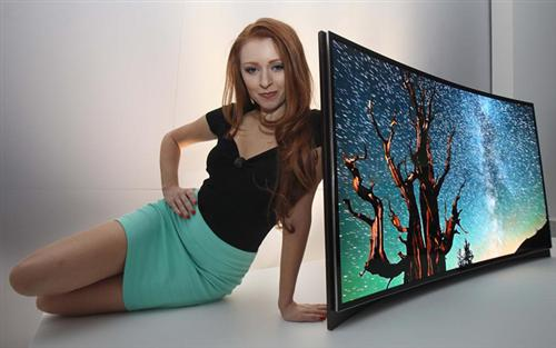 lg-tv-s-izognutim-ekranom-1